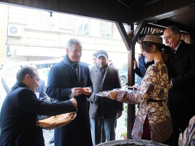 Đukanović i Roćen Baku