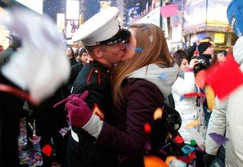 poljubac, nova godina