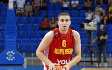 Trenutak za istoriju: Bojan Bakić daje prvi koš crnogorske reprezentacije 13. avgusta 2008. godine