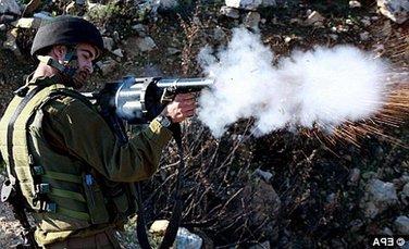 izraelski vojnik puca