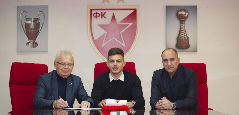 Nikola Krstović na potpisivanju ugovora sa Crvenom zvezdom