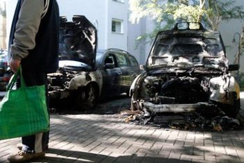 Paljenje automobila u Berlinu 3