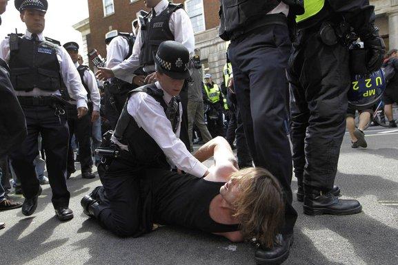 Protesti Britanija