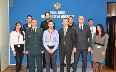Ministar Bošković sa stipendistima
