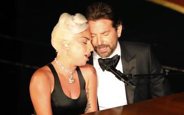 Gaga i Bredli na nastupu