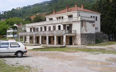 Ruglo: Zgrada Jugoslovenskog rječnog brodarstva