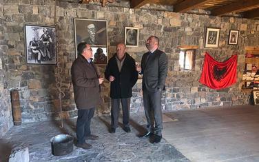 Podržao albansku listu: Gaši u selu Barlaj