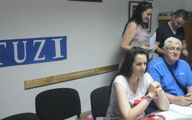 Štab DPS-a nakon izbora u Tuzima (arhivski snimak)-