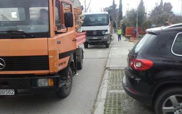 Kamion odvozi građu u ponedjeljak
