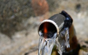 Petrolejska voda koju predstavljaju kao ljekovitu za najteže bolesti