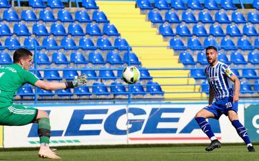 Dušan Stojiljković postiže gol za Budućnost
