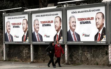 Jildirim i Erdogan na plakatima u Istanbulu