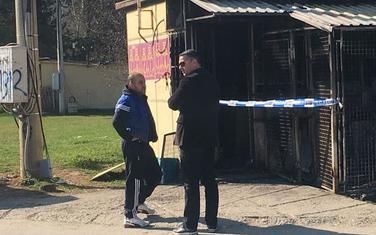 Tomkić ispred radnje koja mu je u Beranama zapaljena