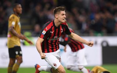Kšištof Pjontek slavi gol za Milan