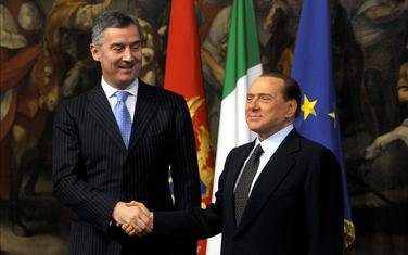 Da li su najviše zaradili i pomogli Prvu banku: Đukanović i Berluskoni