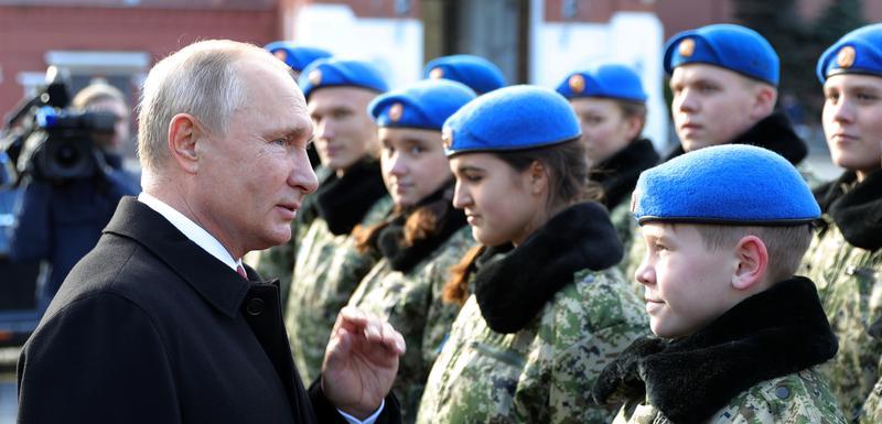 """Putin sa članovima organizacije """"Yunarmia"""""""