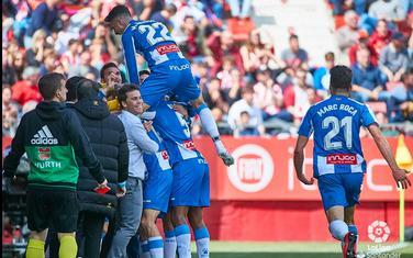 Fudbaleri Espanjol proslavljaju pobjednički gol