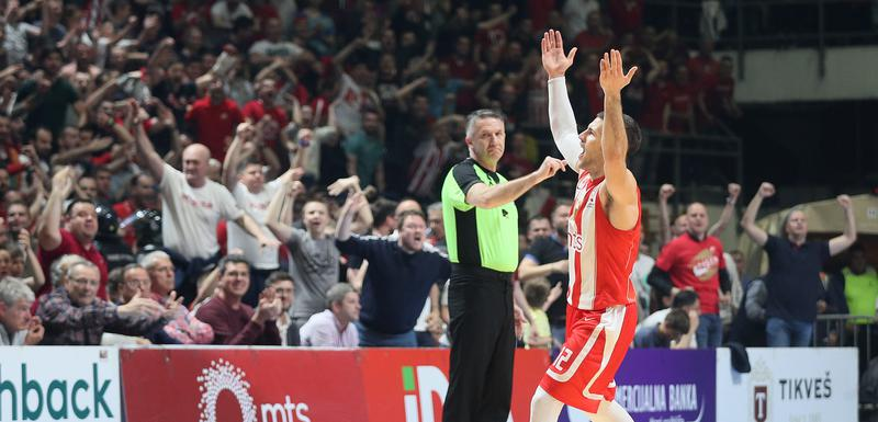 Bili Beron slavi sa navijačima