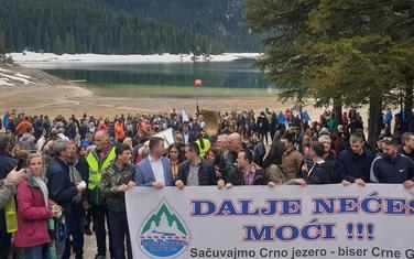 Sa protestnog okupljanja kod Crnog jezera