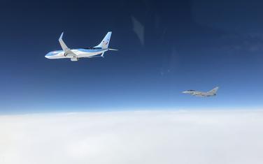 """Italijanski lovac u blizini putničkog aviona kompanije """"TUI"""""""