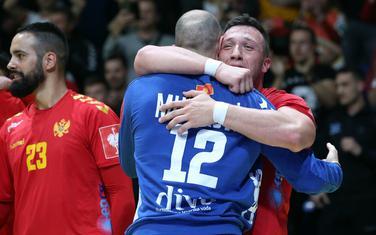 Pobjeda za sva vremena: Branko Kankaraš i Mile Mijušković slave nakon trijumfa nad Danskom
