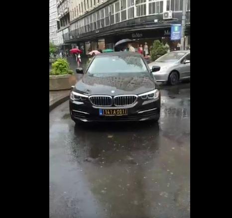 Vozilo ambasade Crne Gore u Beogradu