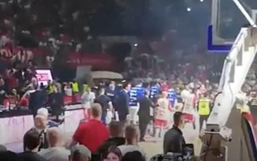 Igrači izlaze sa terena