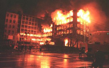 Zgrada RTS-a u plamenu