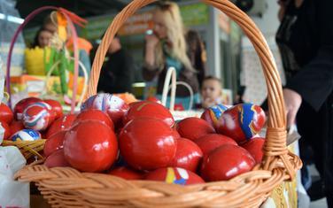 Prodaja vaskršnjih jaja na zelenoj pijaci