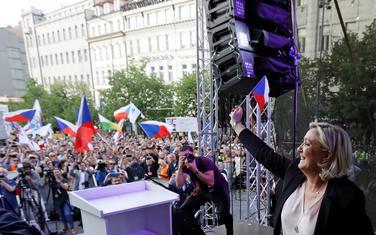 Marin Le Pen na skupu u Pragu