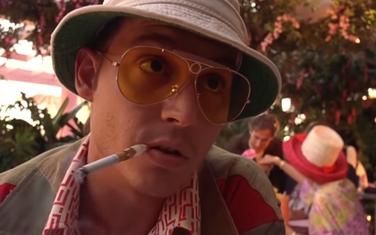 "Džoni Dep u ulozi Hantera S. Tomsona u filmu ""Paranoja u Las Vegasu"""