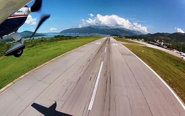 Sporna oštećenja na pisti tivatskog aerodroma