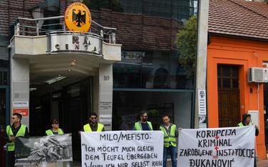 """Performans pokreta """"Odupri se"""" ispred njemačke ambasade u Podgorici"""