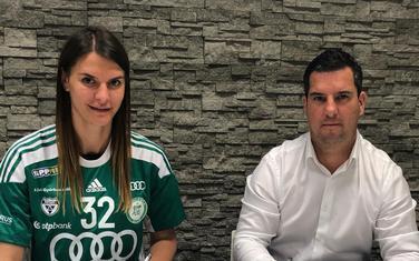Bulatović potpisuje ugovor