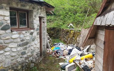 Motel na Radovan luci zatrpan smećem