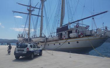 Policija ispred Jadrana