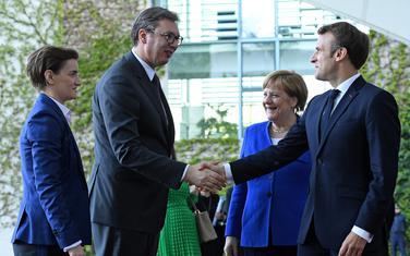 Merkel i Makron dočekuju Vučića i premijerku Srbije Anu Brnabić