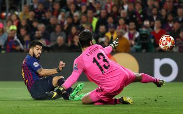 Suares postiže gol za Barselonu