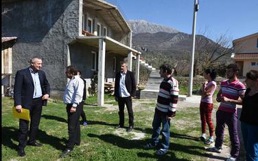 Obilazak porodica otetih i stradalih crnogorskih građana iz voza 671, Štrpci