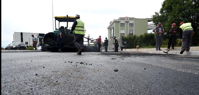 Zbog asfaltiranja saobraćaj se juče odvijao jednom od dvije trake bulevara