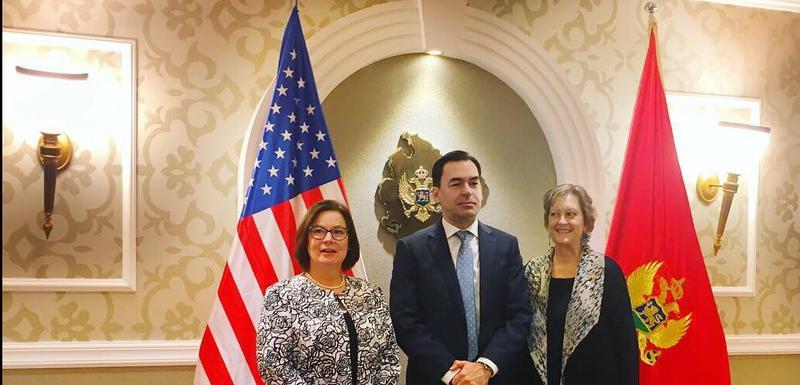 Ambasadorka SAD u Crnoj Gori Džudi Rajzing Rajnke, Zoran Pažin i Džodi Olsen