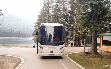 Autobus prije dva dana na obali Crnog jezera