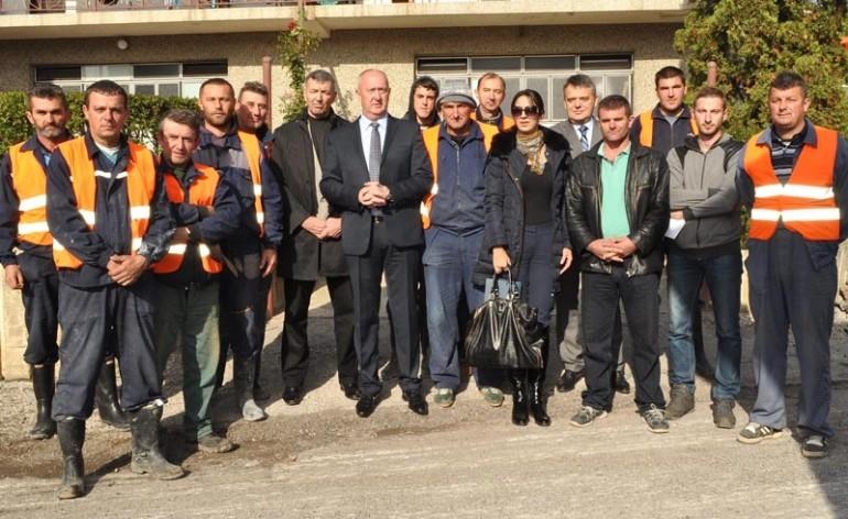 """Radnici """"Vodovoda"""" sa predsjednikom Opštine"""