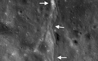 Stijene koje su se ranije rasule ostavile su trag po cijeloj površini