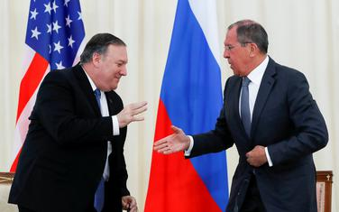 Majk Pompeo i Sergej Lavrov