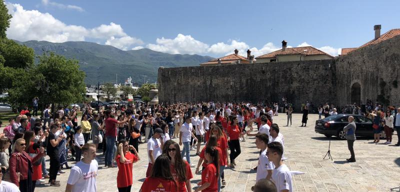 Budvanski maturanti plešu kadril