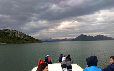 Krstarenje Skadarskim jezerom