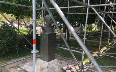 Spomenik u Budvi