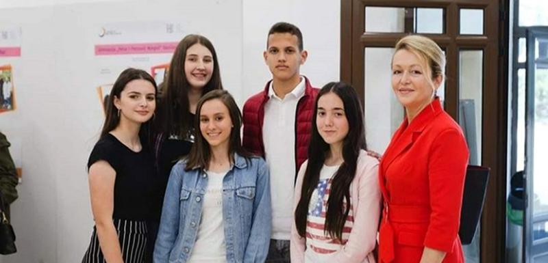 Nagrađeni srednjoškolci iz Bara sa mentorkom