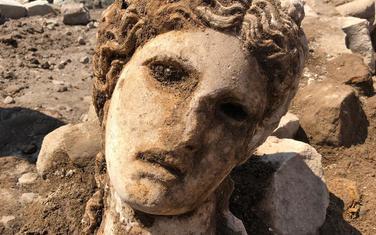 Bijela mramorna glava datira iz carskog perioda